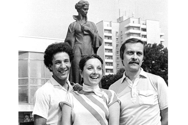 Актор Яхія Хараши (чоловік Еліані), режисерка Еліані Сабате та Іван Миколайчук у Луцьку, 1985 рік.
