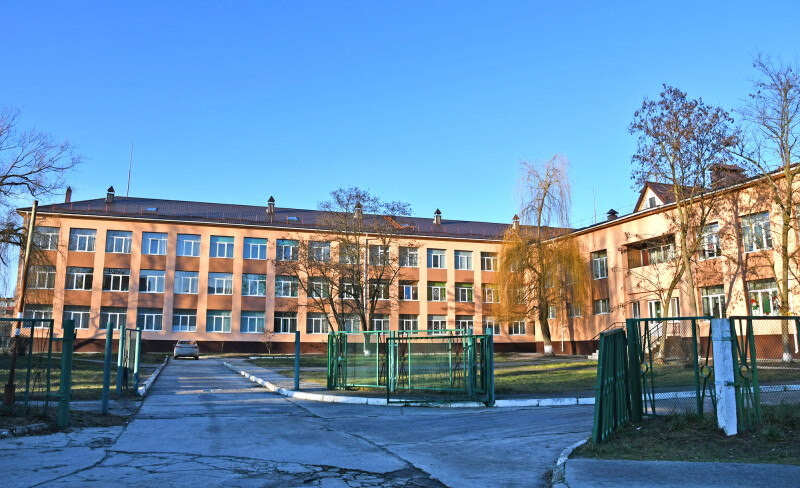 За кошти минулорічної субвенції виконано заміну вікон, утеплення зовнішніх стін й опорядження фасадів Вараської ЗОШ р2