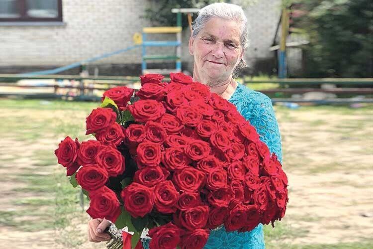 Про такий трояндовий букет від найрідніших мріє кожна жінка.