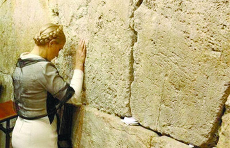 10 років тому під час приватного візиту тут молилася про своє й політична діячка  Юлія Тимошенко.