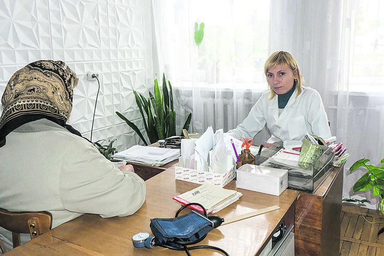 Майже 20 років працює у місцевому медичному закладі Марія Мельничук.