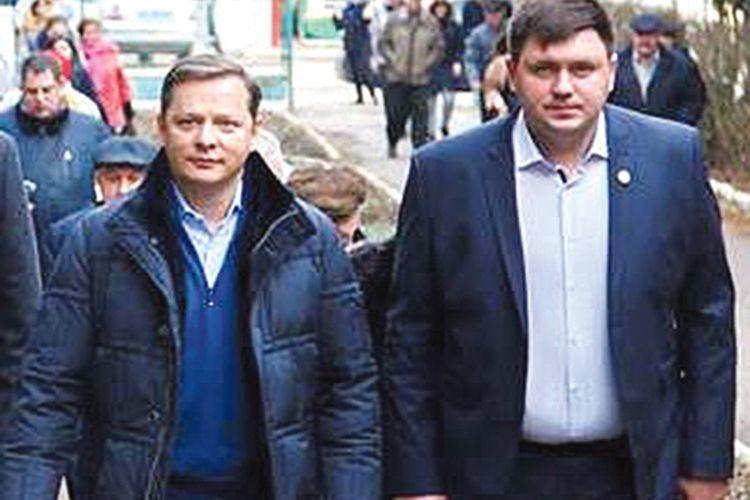 Володимир Кравценюк розповідає Олегу Ляшку про роботу волинської команди РПЛ.