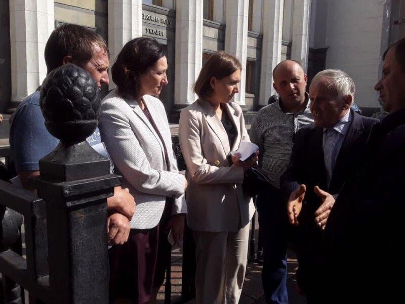 Розмовляли стобихівці про свою найбільшу потребу з міністром освіти Ганною Новосад і депутатами.