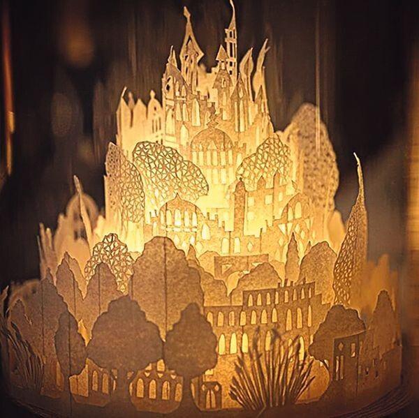 Гра світла і тіні нагадує взаємодію інь і янь,  що підтримує рівновагу і гармонію світу.