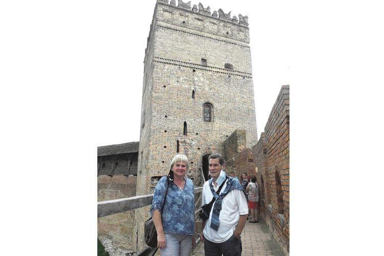 Насамперед пані Алла показала чоловікові-іноземцю символ рідного міста – замок Любарта.