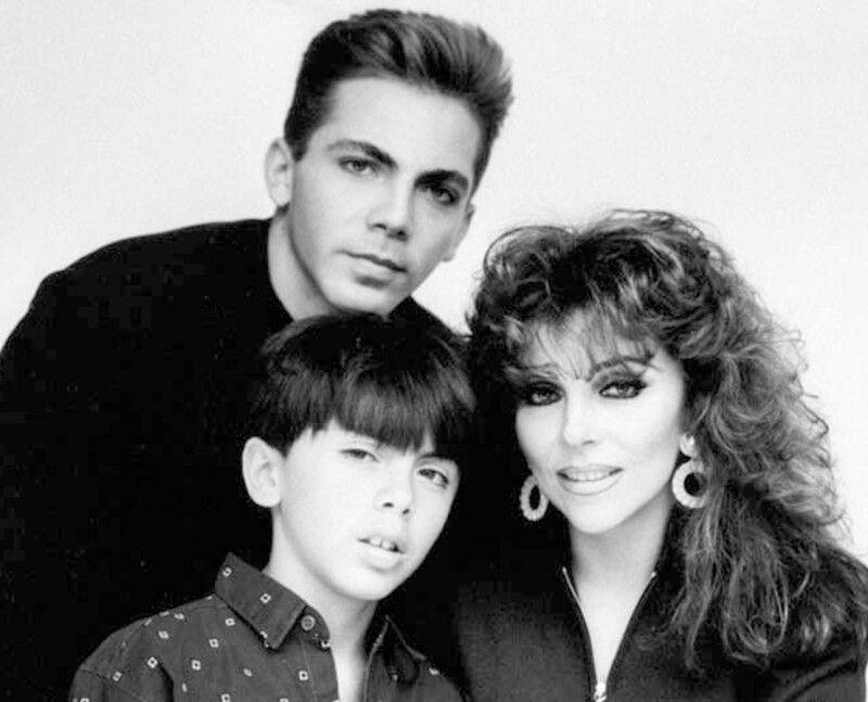 З чоловіками та заміжжям у Вероніки Кастро не склалося,  тож головними в її житті стали сини Крістіан та Мішель.