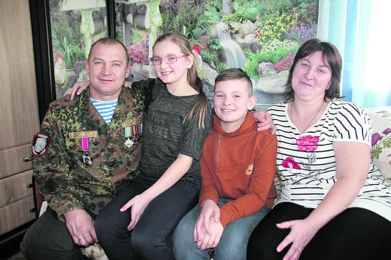 Сім'я Михальчуків тепер разом – Анечка з Максимом дочекалися свого тата...