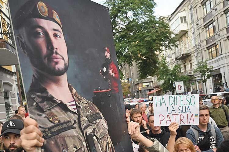Умережі запущено флешмоб напідтримку українського нацгвардійця— «Я— теж Віталій Марків».