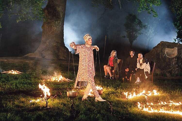 Мальвіна найкраще зусіх зіграла роль богині Лади, дефілюючи зважким коромислом.