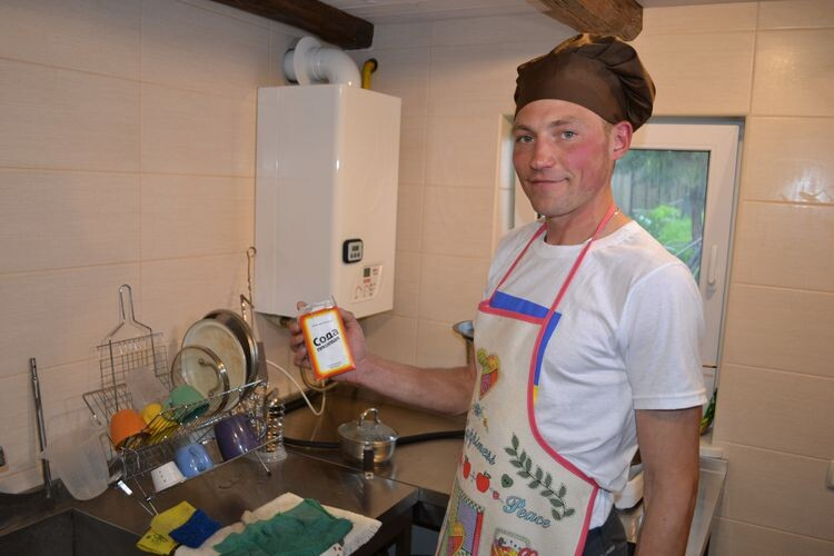 Кухонне начиння миють тільки харчовою содою.