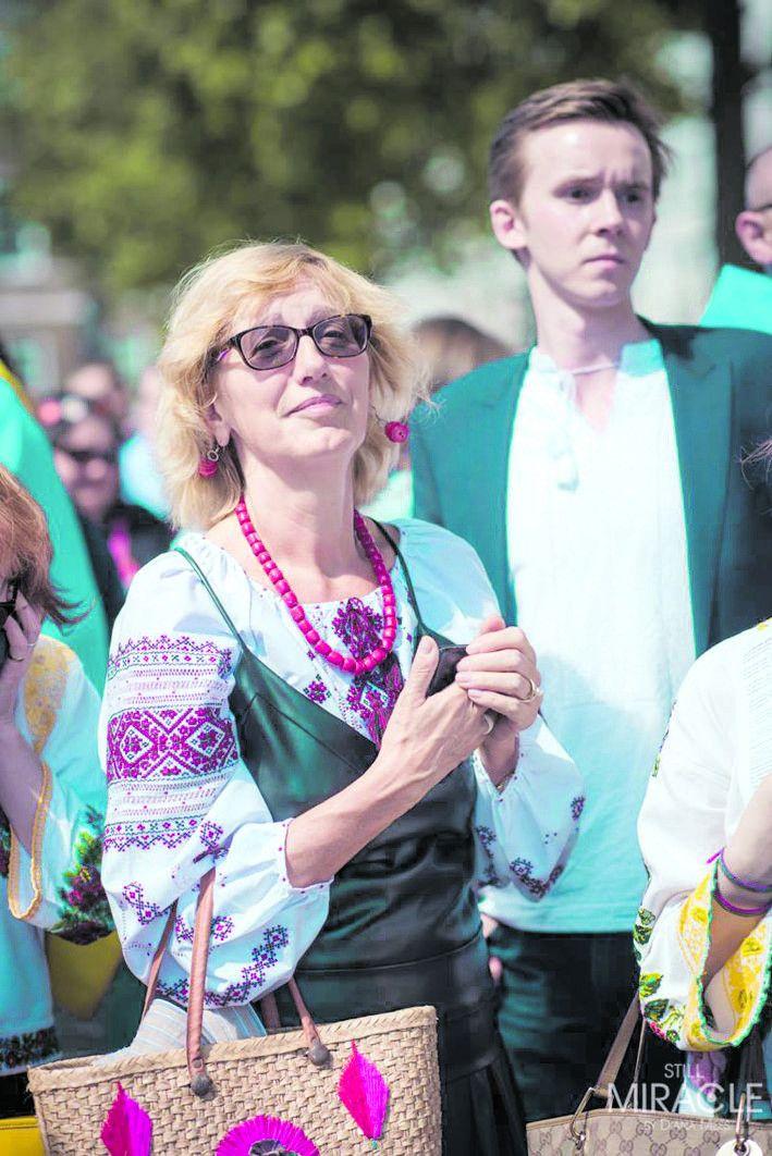 Завдяки вишиванкам українці Великобританії часто впізнають  одне одного!