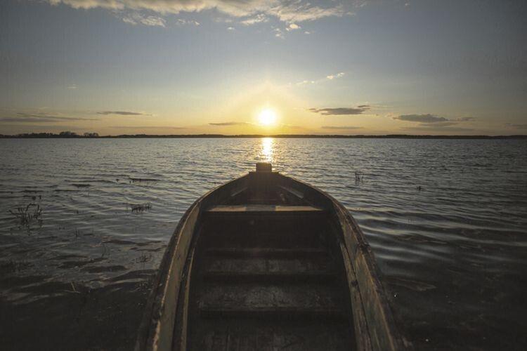 Цю красиву світлину, на якій зафіксовано озеро Домашнє, зробив наш земляк із Кримного Старовижівського району,  мандрівний фотограф Олег Артюх.