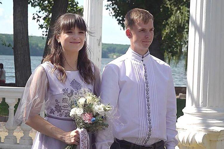 Ольга та Володимир захотіли влаштувати весілля-вишиванку. Національний одяг часто носять і в повсякденному житті.