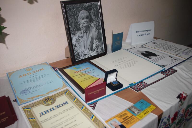 Серед багатьох нагород за багаторічну працю є і найпочесніша - звання «Заслужений журналіст України».
