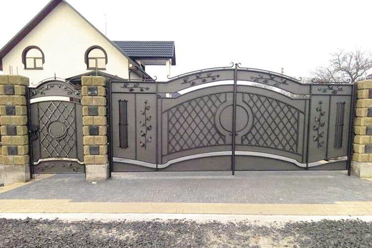Такими воротами кожен майстер гордився б.