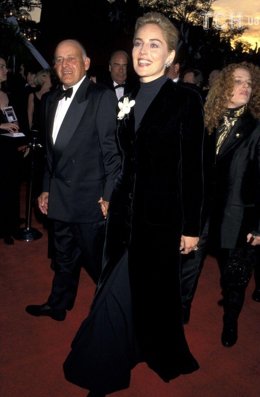 Навіть вдягнувшись на скору руку, Шерон виглядала шикарно. Та «Оскар»-1996 їй так і не дістався.