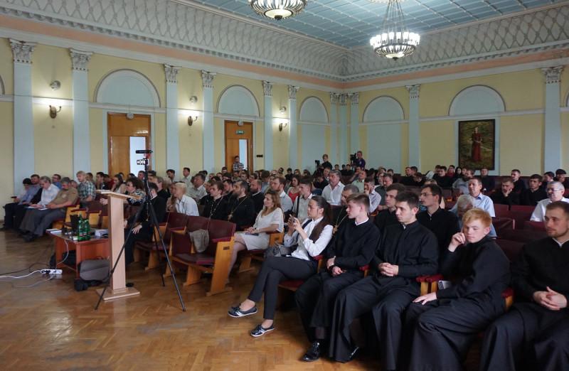 Професор старався говорити так, щоб його зрозуміли і майбутні священнослужителі, і звичайні студенти.