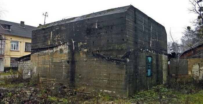 Бетонний бункер непогано зберігся до наших днів.
