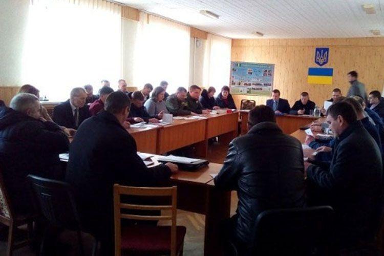 Звітують керівники ДП «Поліське ЛГ» на сесії Колківської ОТГ.