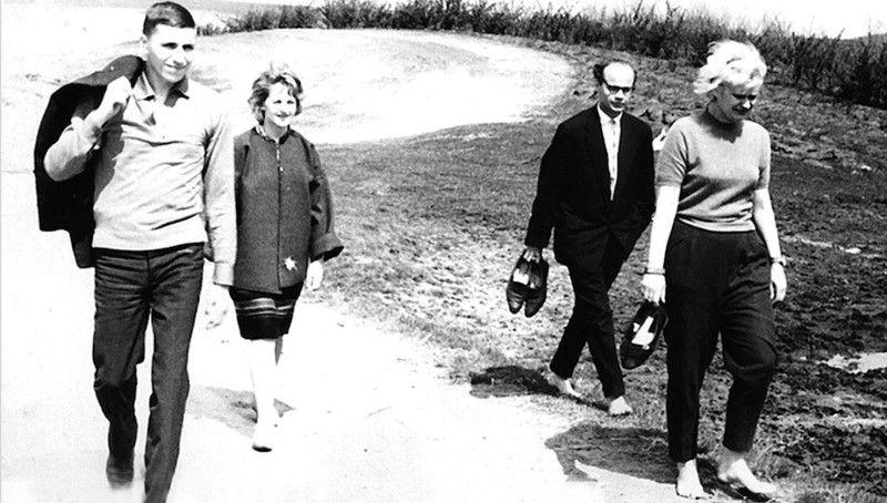 Дослідження місць масових розстрілів були для художниці й однодумців справою честі. Поруч ізАллою Горською (справа)— Іван Драч.