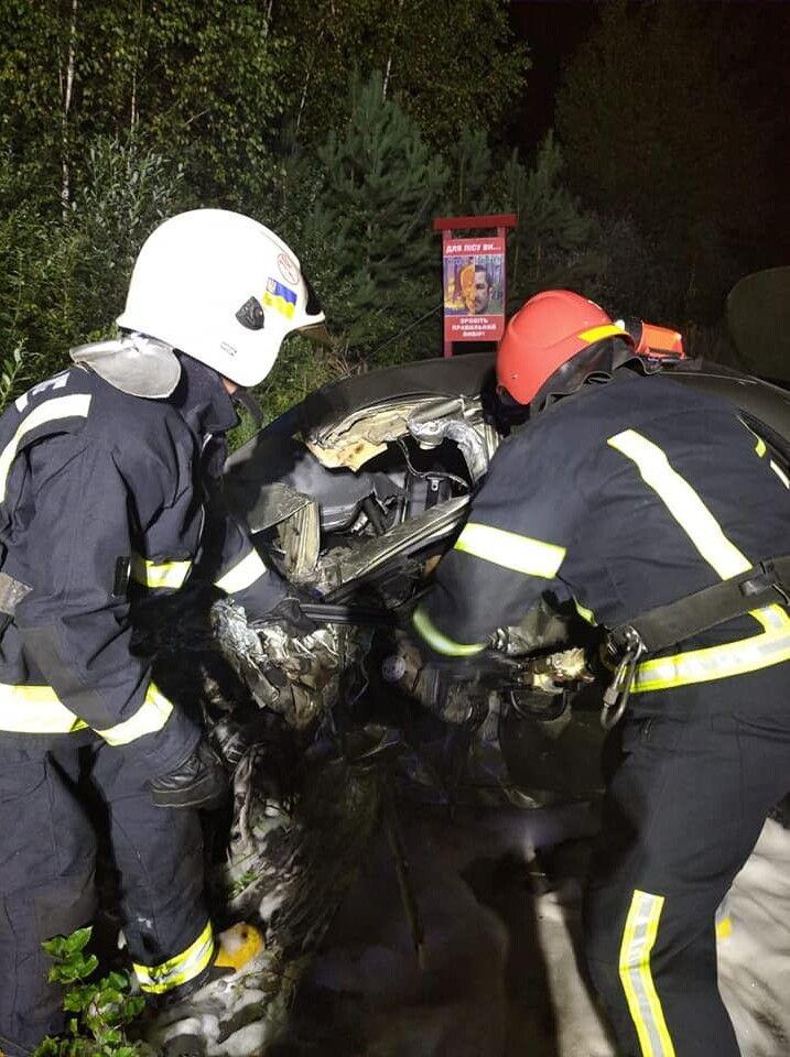 Мертве тіло 24-річного водія «Ланоса» «вирізали» з легковика рятувальники.