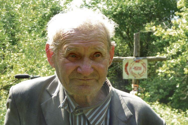 Як завжди, коли буває тут, Степан Адамович прочитав на цьому пам'ятному місці головну молитву «Отче наш».
