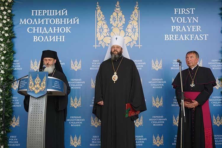 Єпископ Йосафат Говера, митрополит Михаїл та отець Роман Бурник спільно відкрили урочистість.