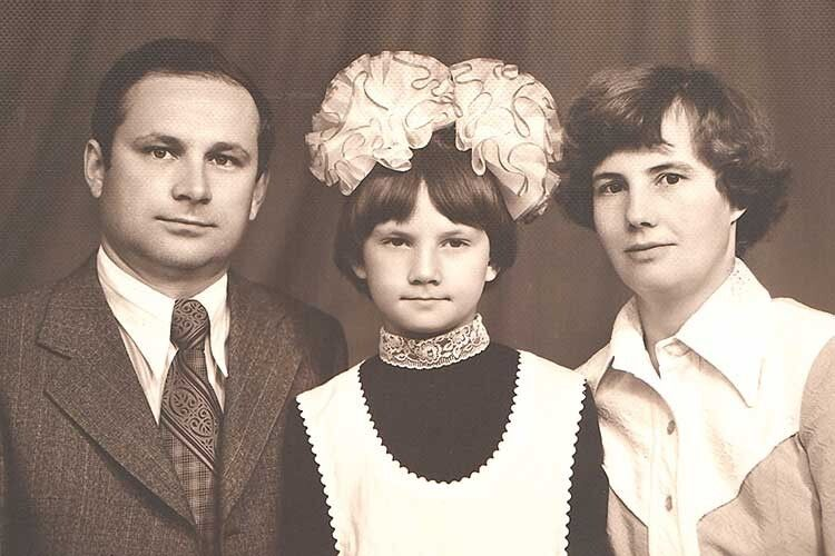 На фото із донькою: «Усе життя старалися, щоб ніяких гроз іштормів ухаті внас небуло».