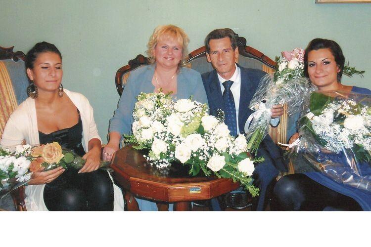 У день реєстрації шлюбу подружжя привітали дочки Мікеле.