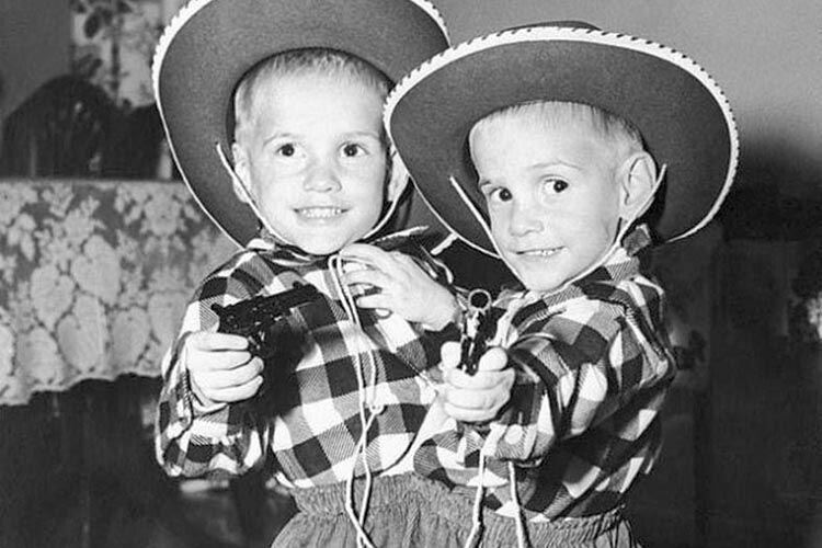 Як і всі діти, Ронні і Донні любили гратися.