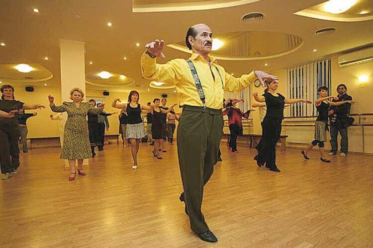 Кожен день танцівника розписаний по хвилинах. Віддавати людям частину свого вміння він вважає справжнім щастям.