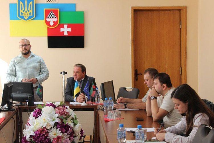 Перед учасниками прес–туру виступив заступник нововолинського  міського голови Олександр Громик.