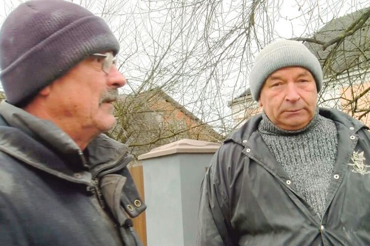 Все життя у кузні та за кермом: Віталій Романюк та Юрій Ткачук заслужили на хороший відпочинок.