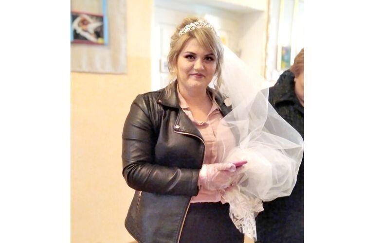 Для Олі Мельничук у цей день головним було весілля, але й про вибори вона не забула.