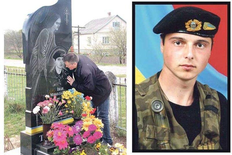 Микола Тарасюк на могилі свого єдиного сина Івана...