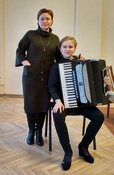Викладачка Валентина Милогородська побачила в обдарованій дівчині справжній талант.