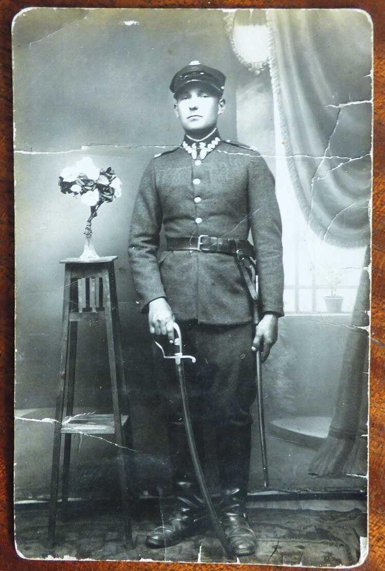 Бравий вояка під час служби  у польській армії.