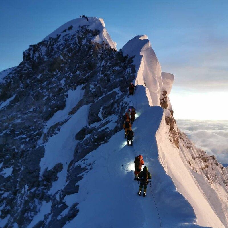 Шлях до мрії долали крізь сніги, вітри  і небезпеку сходження лавин.