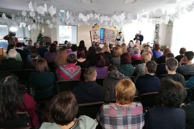 На презентацію зібралося чимало людей.
