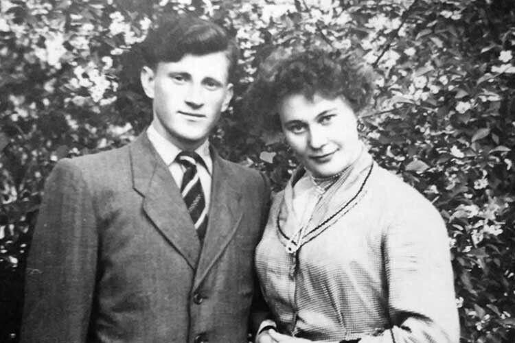 Такими були патріархи родини у молодості.