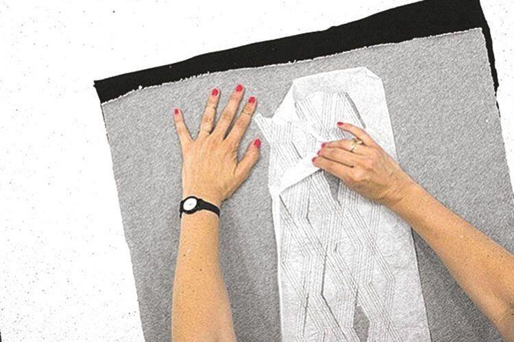 Крок 4.  Зніміть  кальку, позакріплюйте  нитки, обріжте  зайві  частини підкладки.