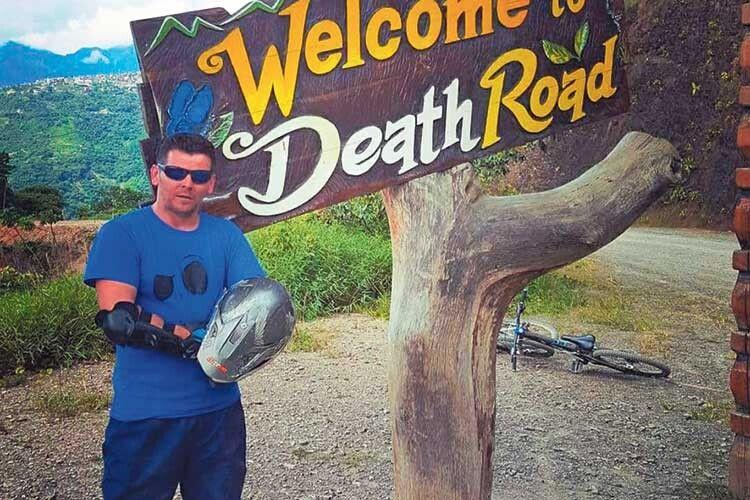 Після стрибка зі стометрової труби одна з найнебезпечніших доріг у світі для Сергія була не страшною.