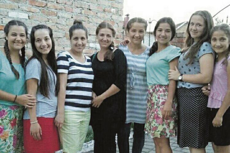 П'ять із восьми доньок Хлистіків уже мають свої сім'ї.