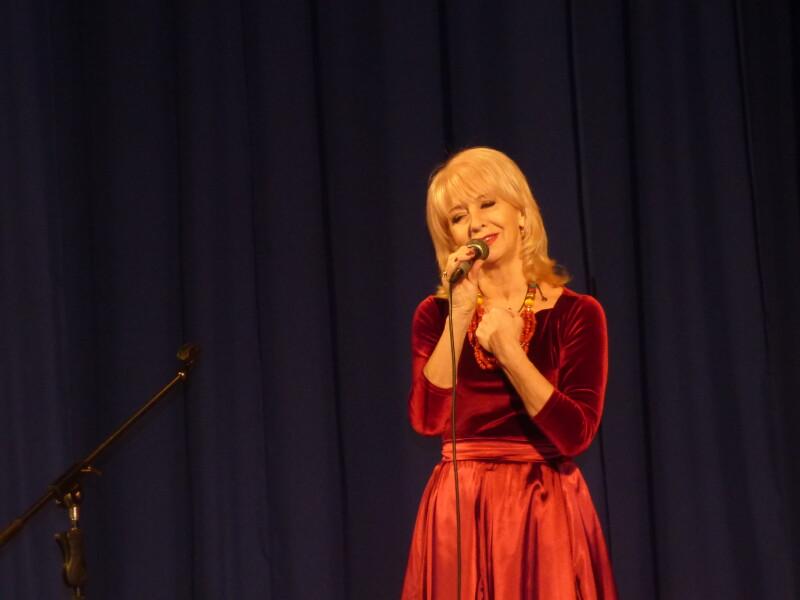 Народна артистка Укоаїни Світлана Мирвода співає поезію Сидора Воробкевича.