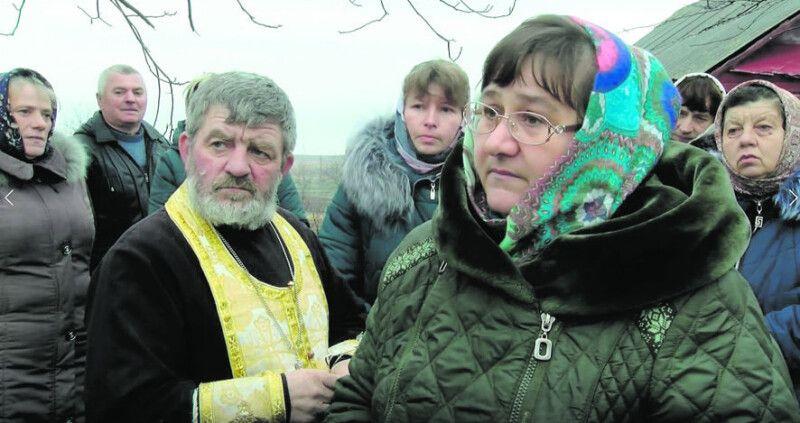 Матушка Марія каже, що чиновники пропонували їй з отцем Іваном вибратися із села.