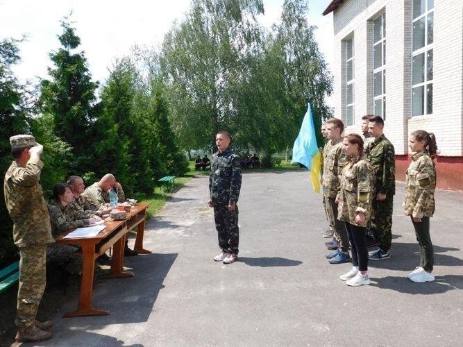 Мета проведення змагань – національно-патріотичне та духовне виховання учнівської молоді на ідеях козацького лицарства та козацьких традицій.