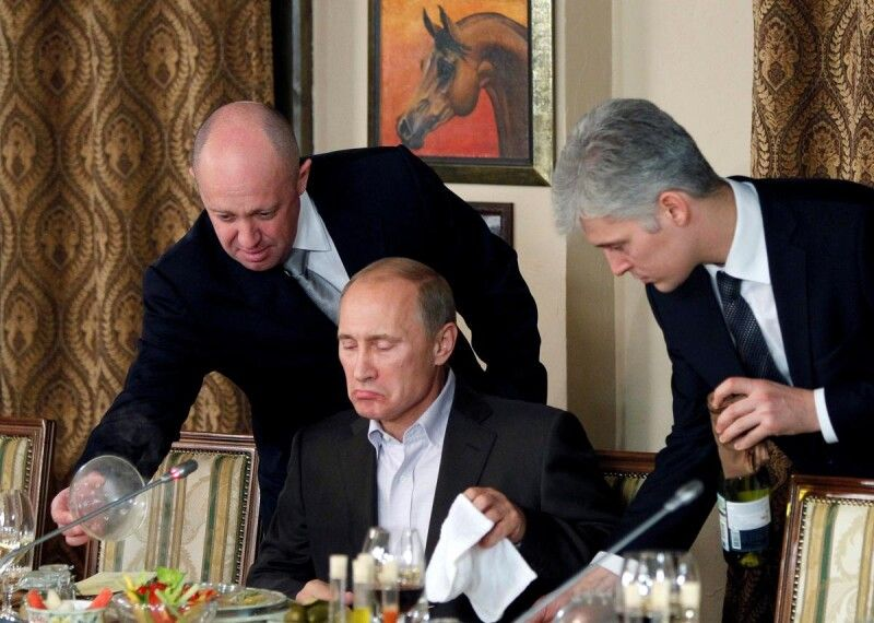 Без сумніву, смачно. :) Євген Пригожин (ліворуч) і Володимир Путін.