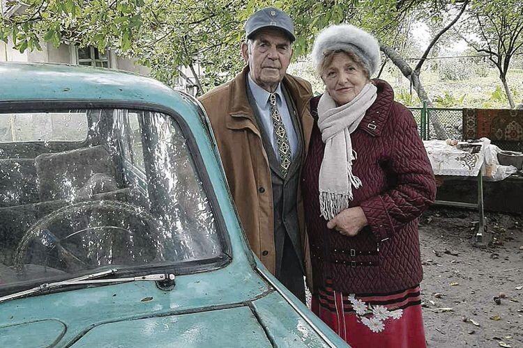 «Москвич», біля якого я сфотографувала подружжя,  теж зіграв свою роль у їхній долі.