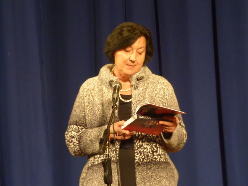 Світлана Короненко читає власні вірші.