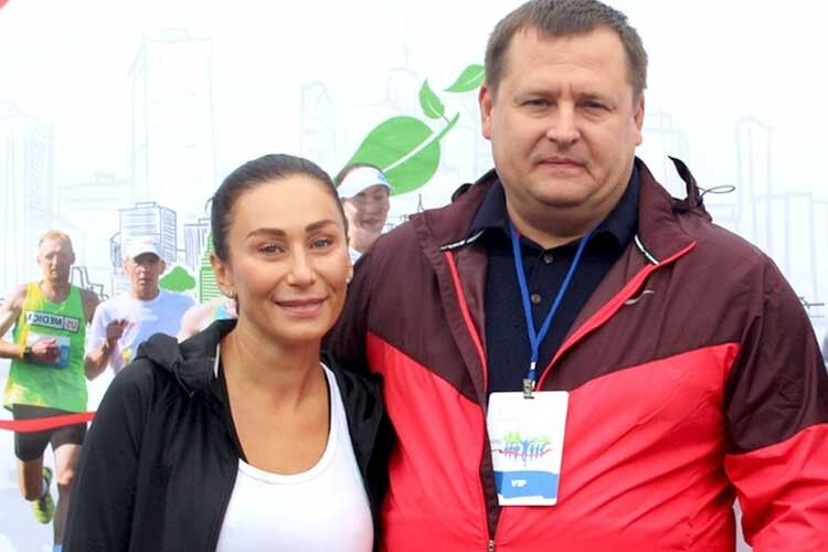 Дружина мера Марина— спортсменка — займається популяризацією здорового способу життя. Пара разом уже 26років.